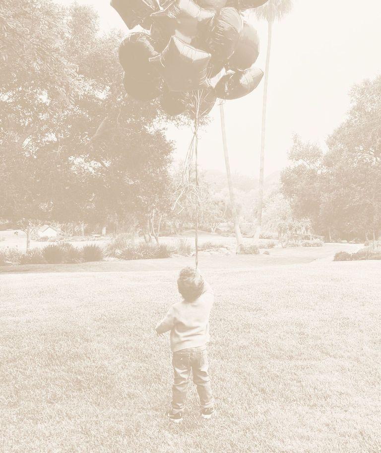 Принц Гарри и Меган Маркл показали новое фото своего 2-летнего сына