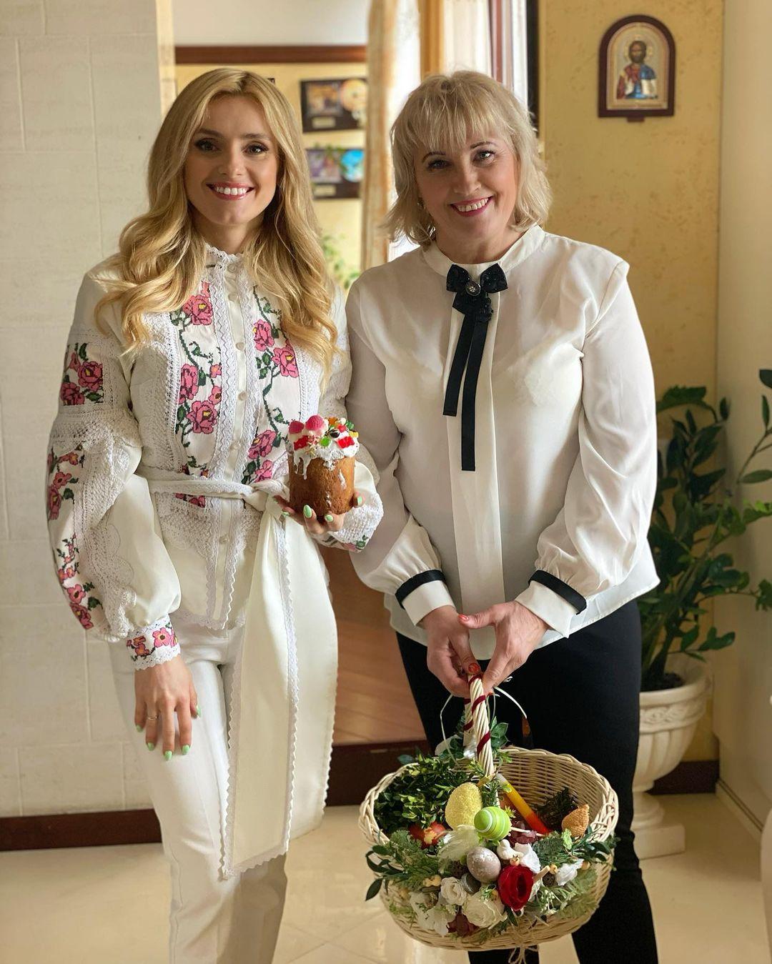 Ірина Федишин розчулила сімейним знімком з мамою, на яку дуже схожа