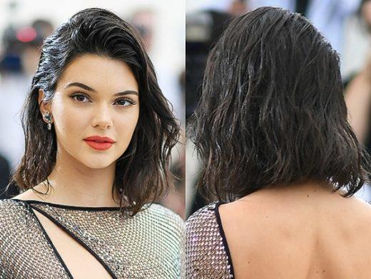 Каре с эффектом мокрых волос: самая модная прическа на лето 2021