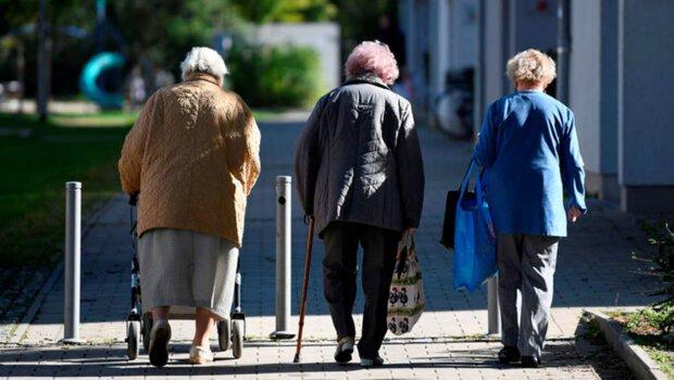 Многие украинцы будут лишены пенсий: у кого и за что отменят выплаты