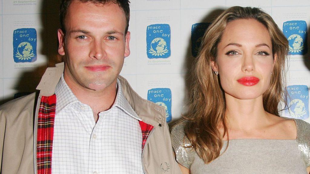 Анджеліна Джолі відновила спілкування з першим чоловіком: пара таємно сходила на побачення