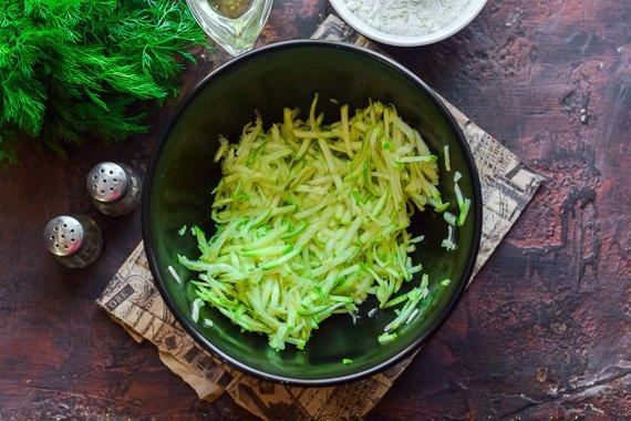 Домашні чебуреки з кабачків: простий рецепт ситної страви на вечерю