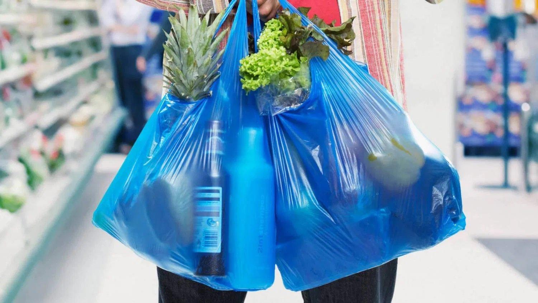 В Україні будуть штрафувати до 8500 гривень за пластикові пакети в магазинах
