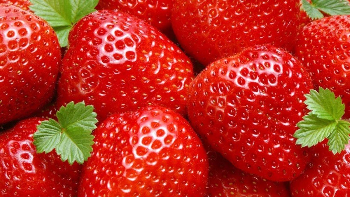 В Украине подешевела клубника: цены на ягоду упали более чем в два раза