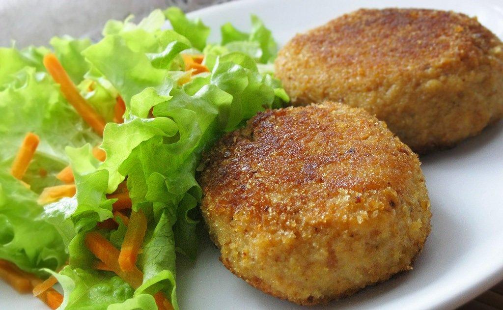 Найсмачніші котлети з овочів і м'яса: простий рецепт соковитої і апетитної страви