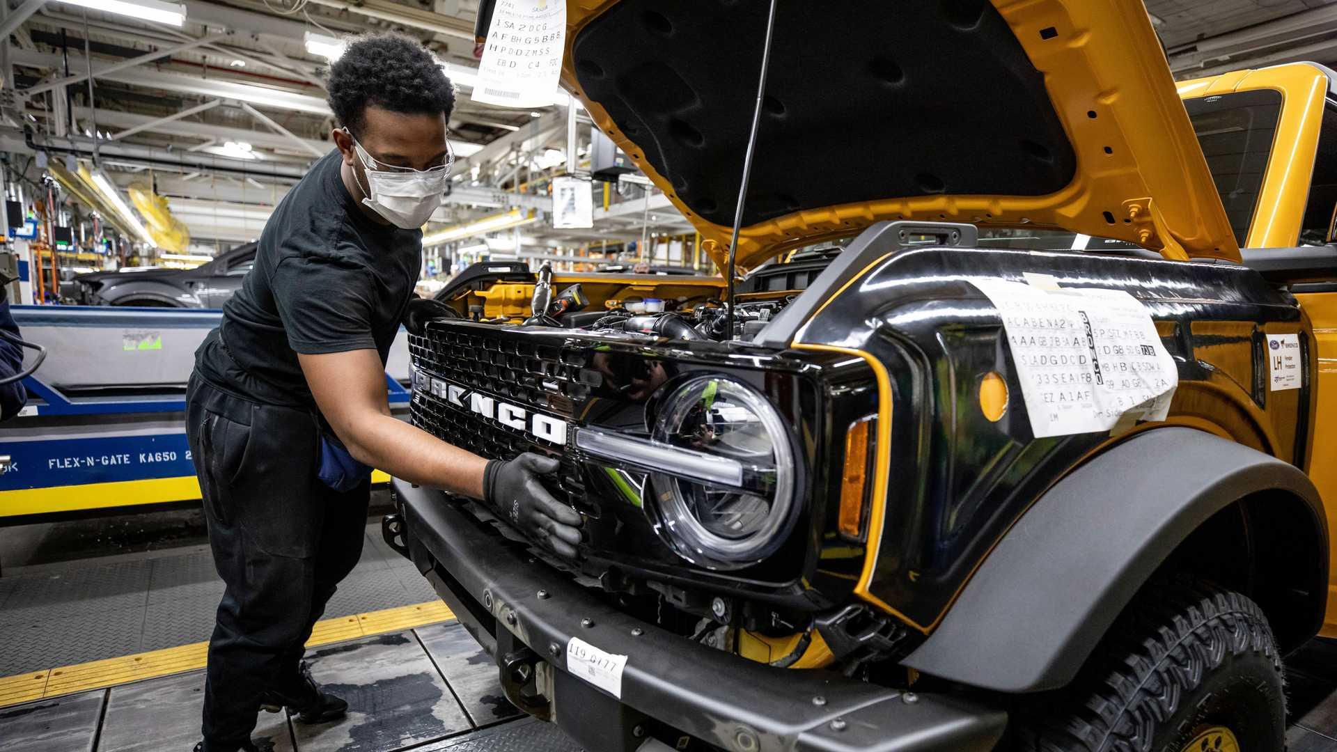 Ford почав випуск відродженого позашляховика Bronco