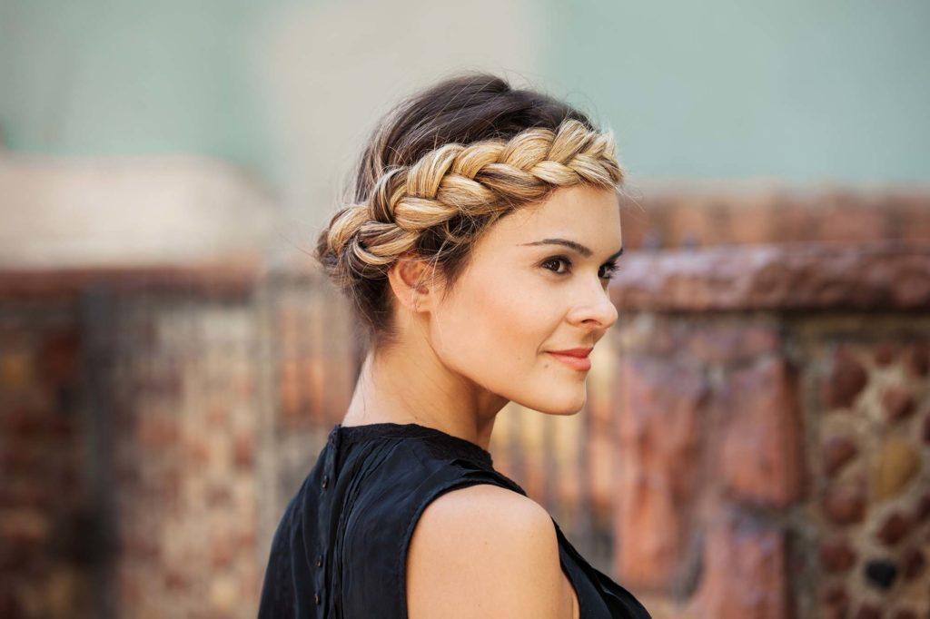 Стильні укладки для волосся під час відпустки на морі: ТОП-3 модні ідеї