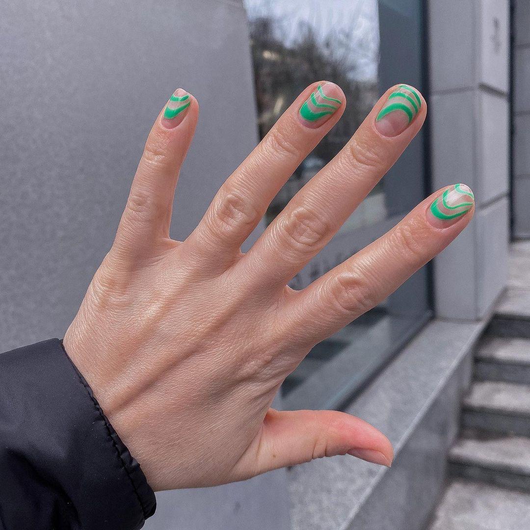 Акуратний манікюр на короткі нігті - тренди літа 2021
