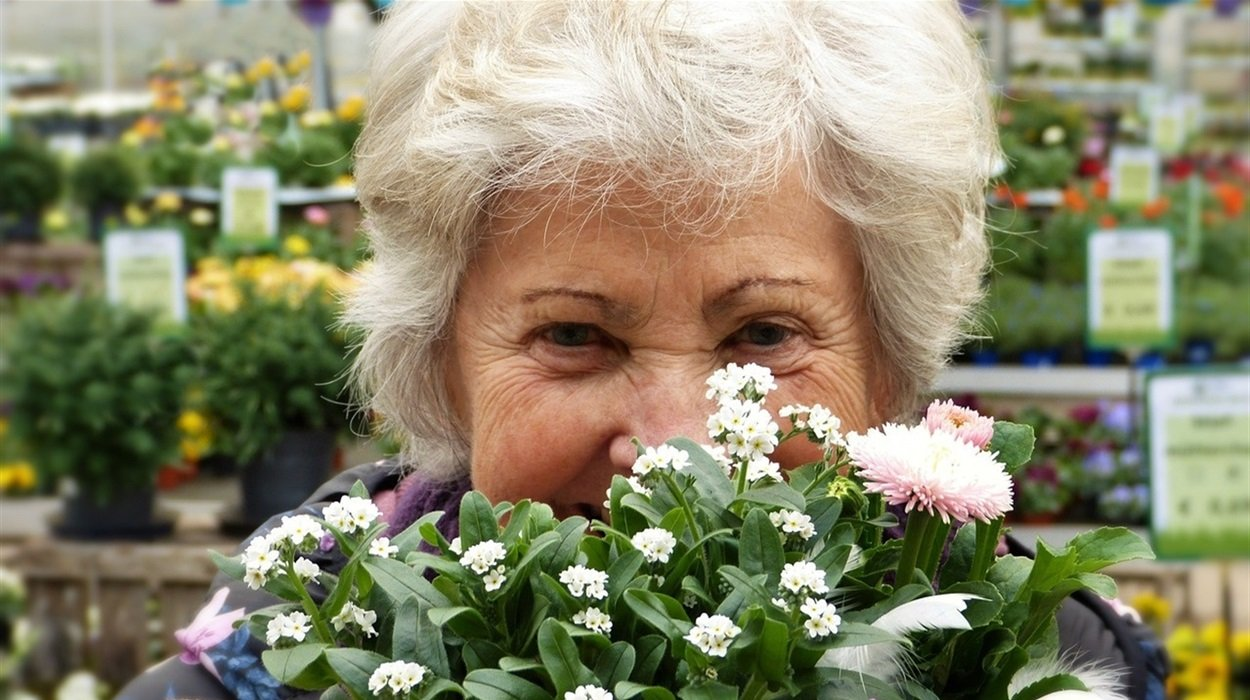 Жінки в Україні можуть вийти на пенсію в 45 років: хто має право на дострокові виплати