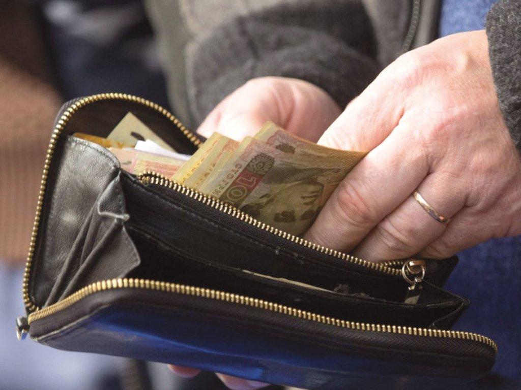 Українцям перерахують пенсії і зарплати: кому і на скільки підвищать виплати