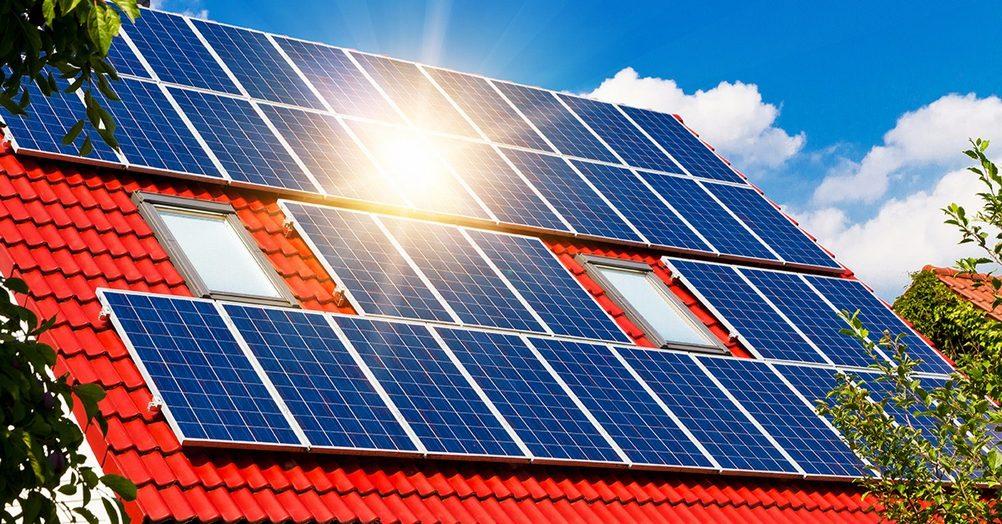 Малі сонячні електростанції: як змусити державу платити за електроенергію замість громадян