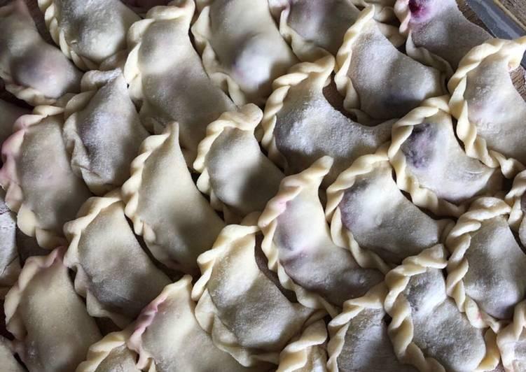 Вареники з вишнею на сніданок: простий рецепт літньої страви із секретним інгредієнтом