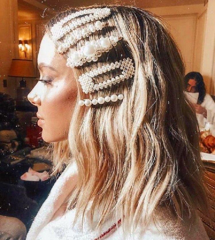 Три наймодніші та стильні зачіски на літо зі шпильками за 5 хвилин своїми руками