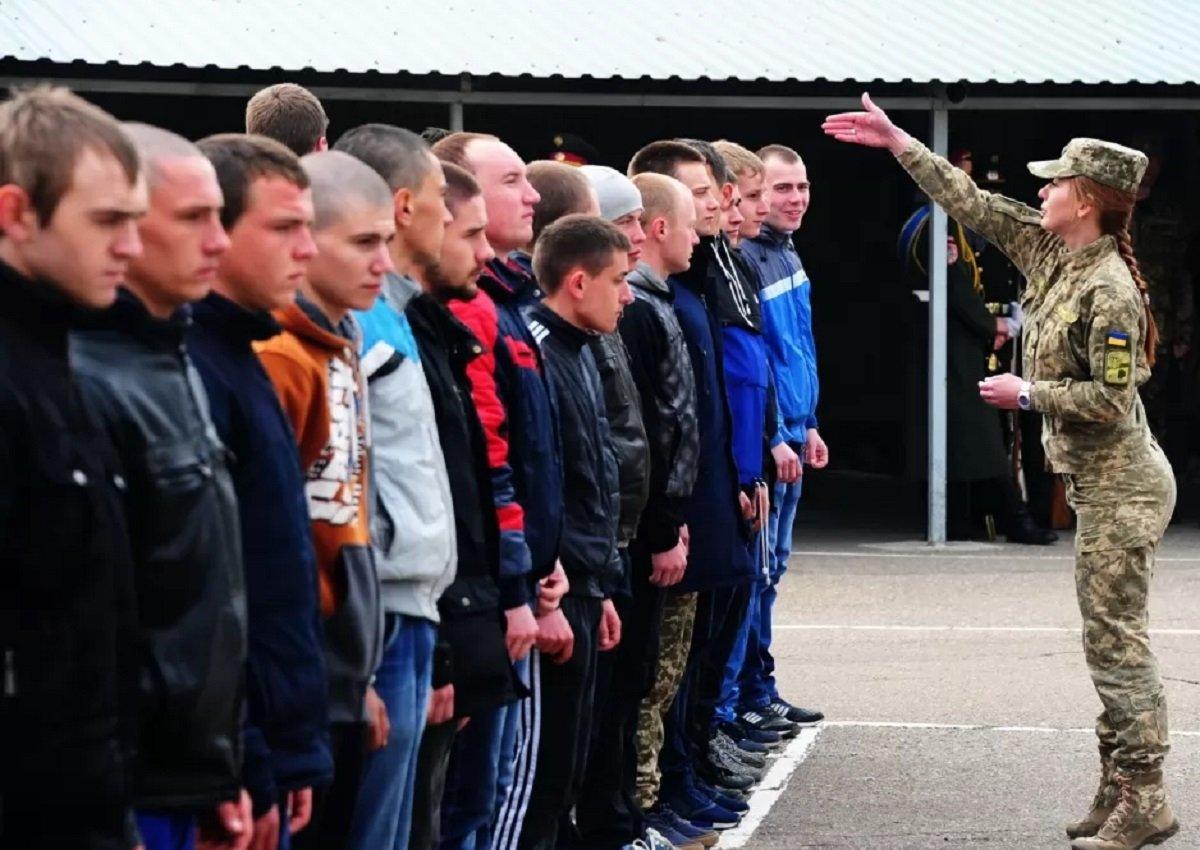 Обов'язкову військову службу в Україні скасують відповідно до нового закону
