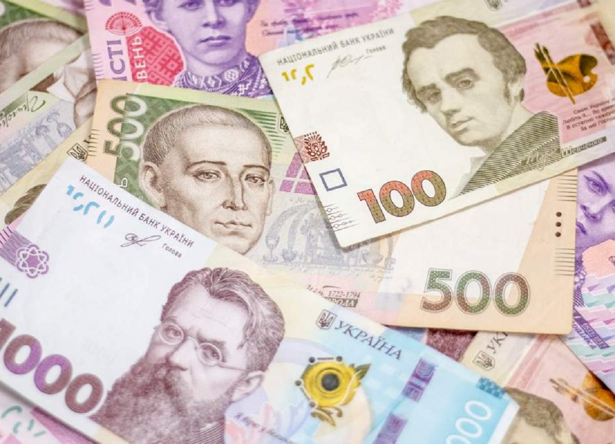 Фальшивих грошей стало занадто багато: українцям розповіли, як не стати жертвою шахраїв