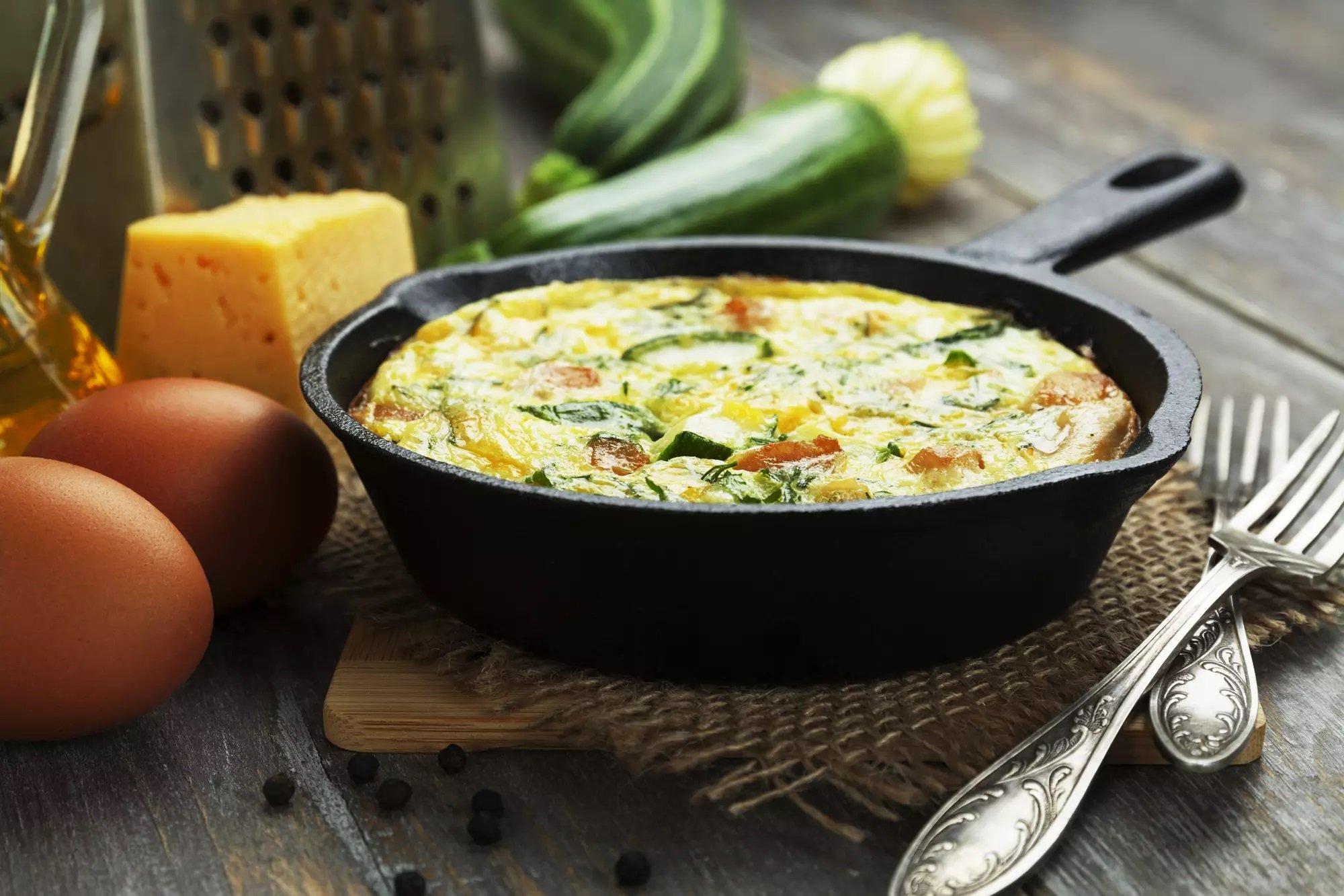 Запіканка з кабачками та сиром на сковороді: простий рецепт смачної і корисної страви
