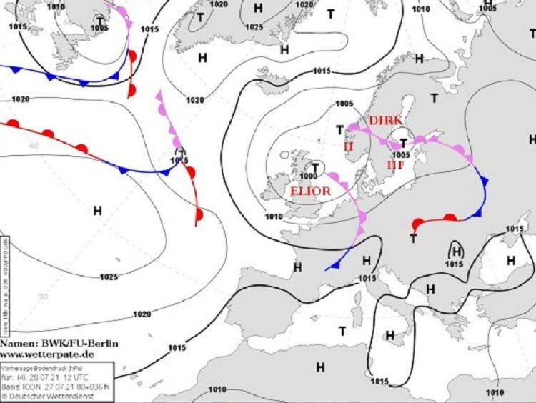 На Украину надвигаются два мощных циклона с дождями, градом и ураганным ветром