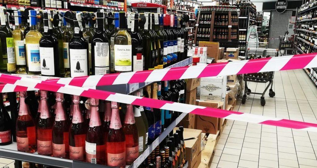 Сигарети і алкоголь можуть зникнути з українських супермаркетах: коли почне діяти заборона на продаж товарів