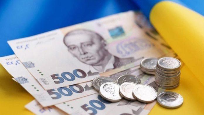 Витрати українців набагато перевищили доходи: громадяни активно розпродають долари