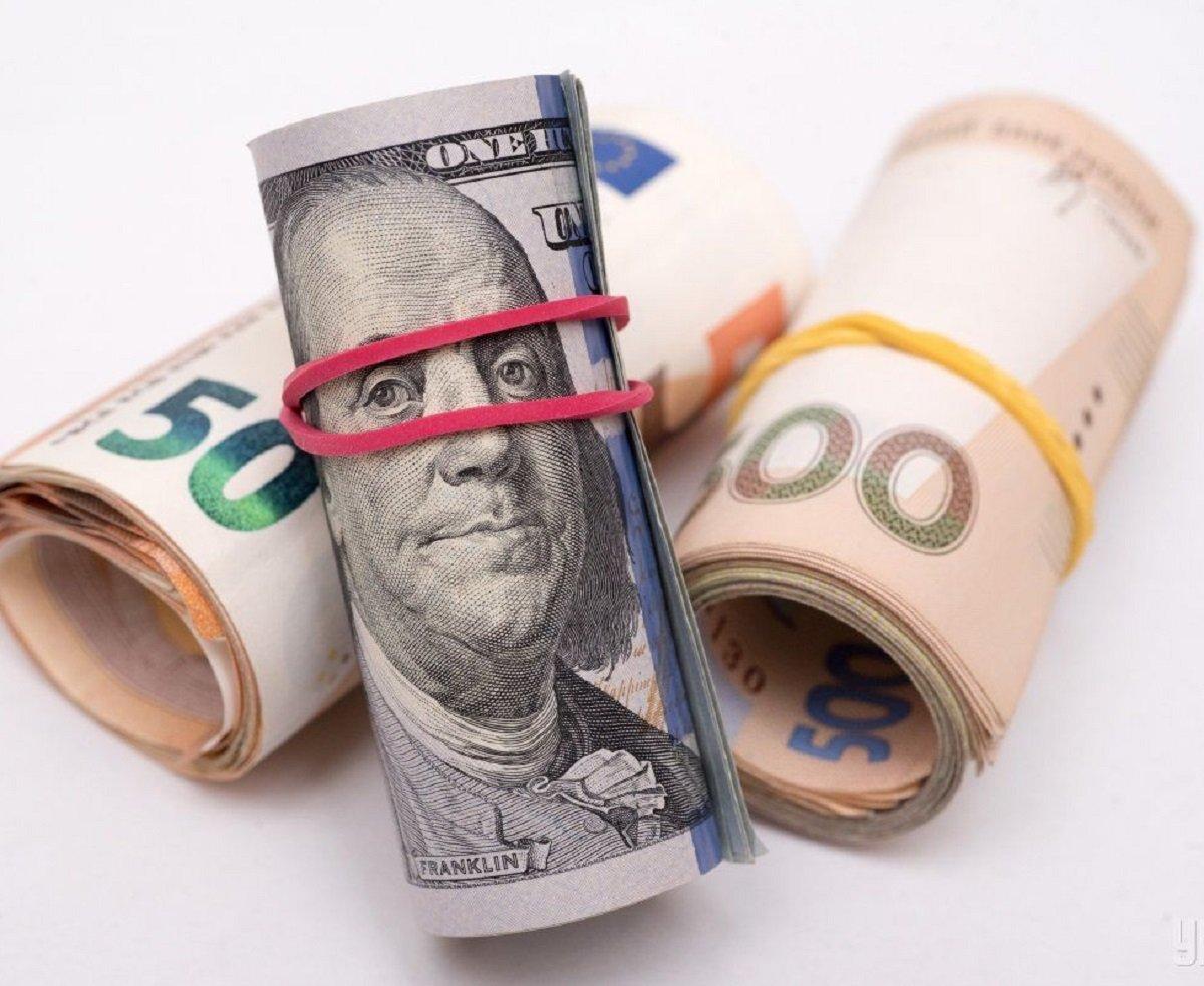 Курс долара в Україні впав до мінімуму за останній рік