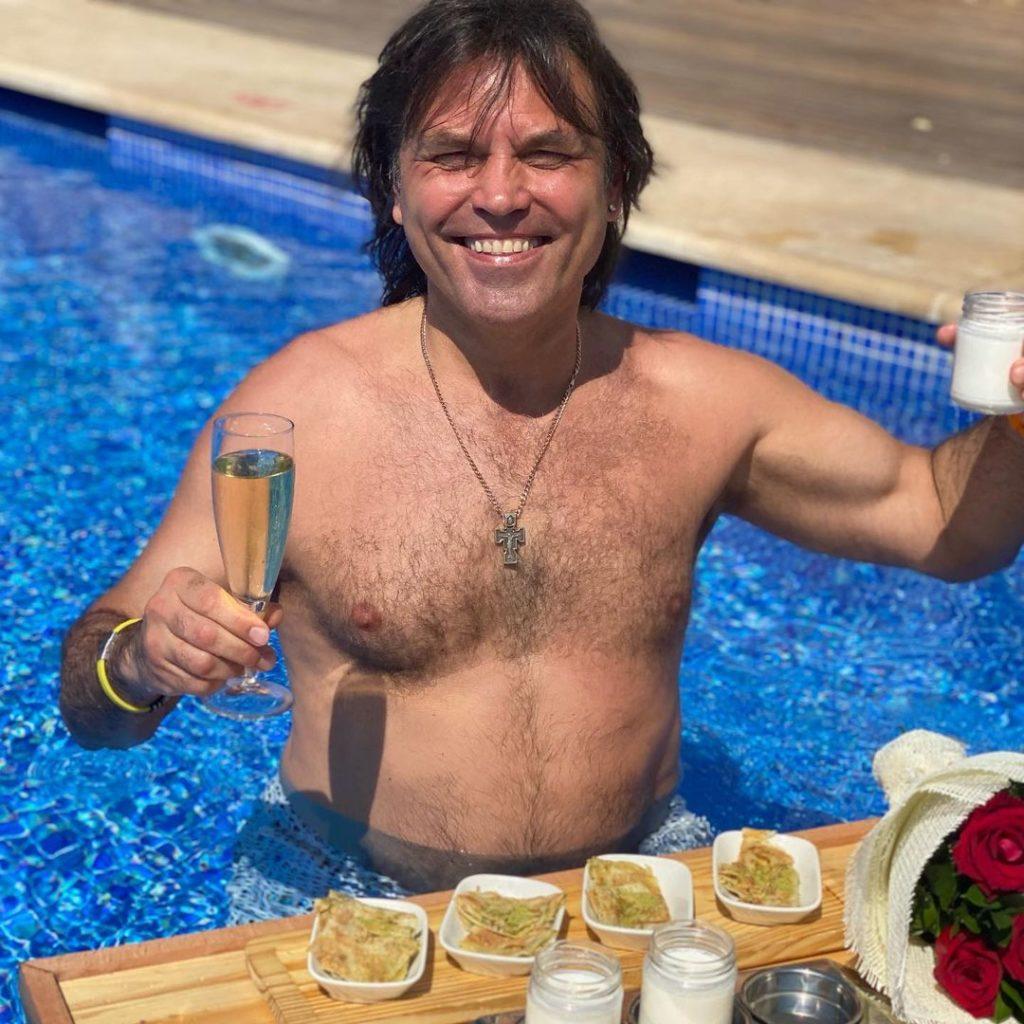 Ольга Сумська показала святковий ранок біля басейну в день народження чоловіка