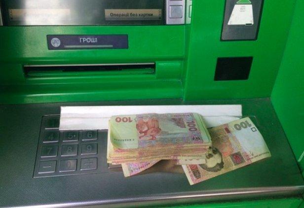 Украинцам рассказали о фальшивых деньгах в терминалах ПриватБанка