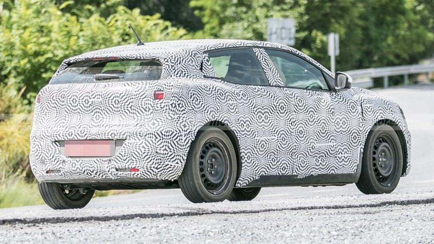 Електричний Renault Megane помітили під час тестів