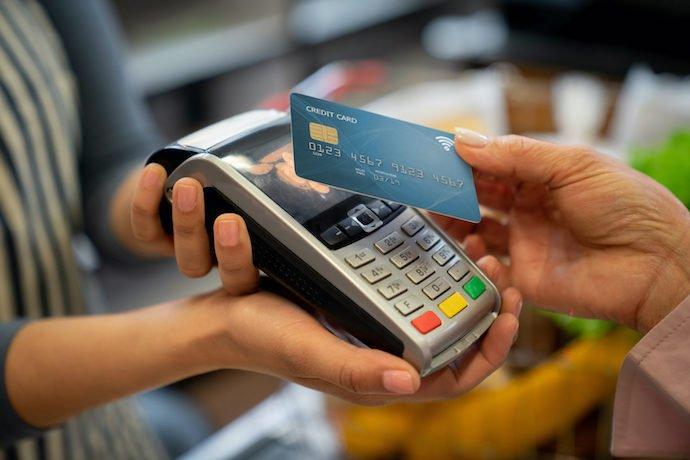 ФОПи придумали заміну касовим апаратам: будуть самі контролювати дорогі покупки громадян