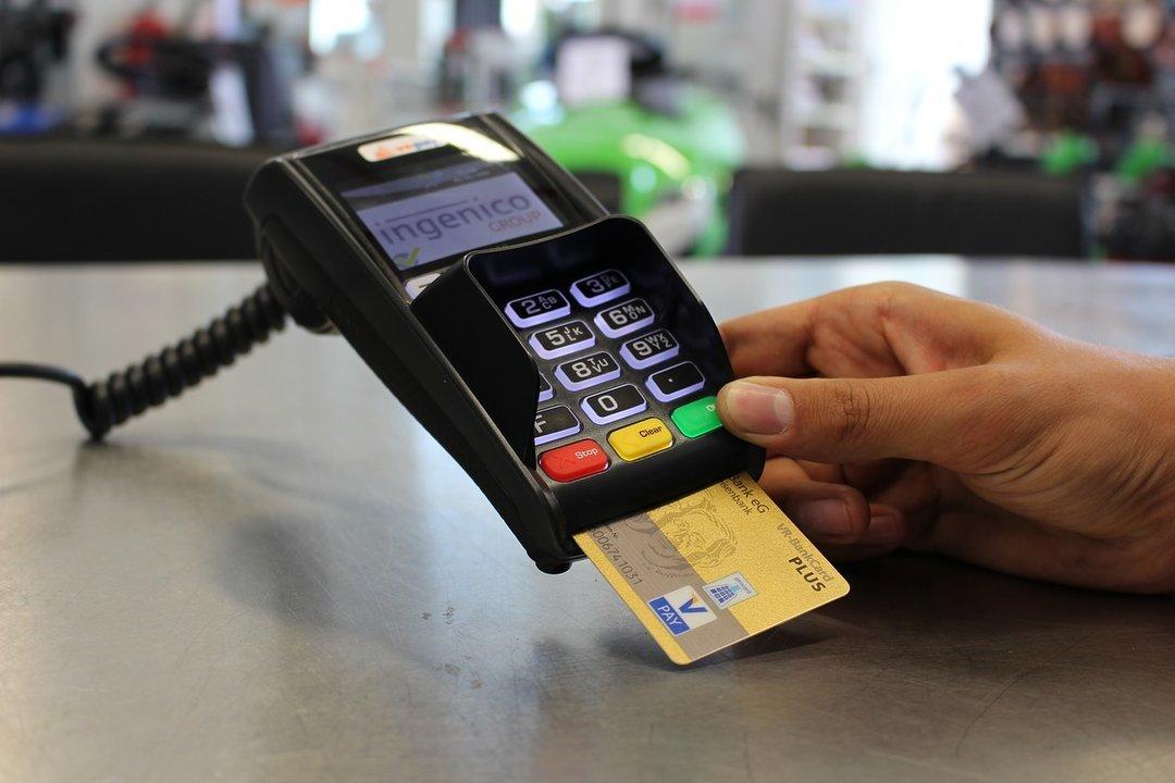 Банки массово сокращают отделения и банкоматы по всей стране: пенсию наличными будет получить непросто