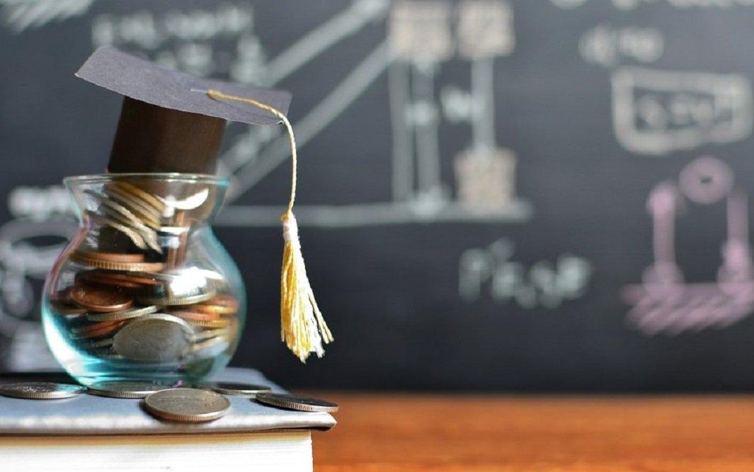 Студентам-контрактникам повернуть частину грошей, витрачених на навчання - Податкова служба