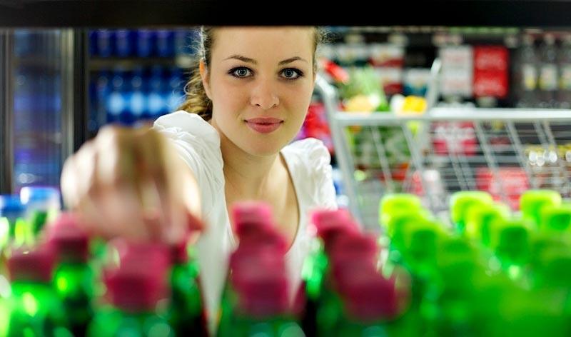 Нужно ли платить за разбитый в супермаркете товар: украинцам рассказали об их правах