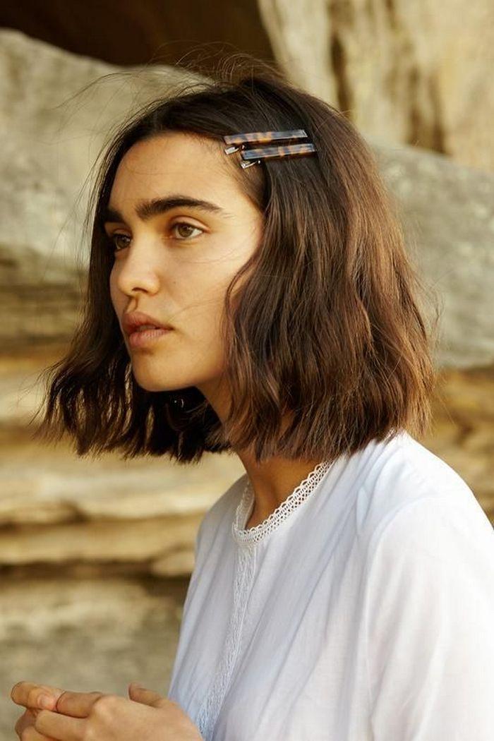 П'ять найкращих зачісок, щоб красиво прибрати чубчик з обличчя