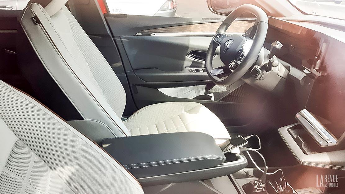 Шпигуни показали салон Renault MeganE
