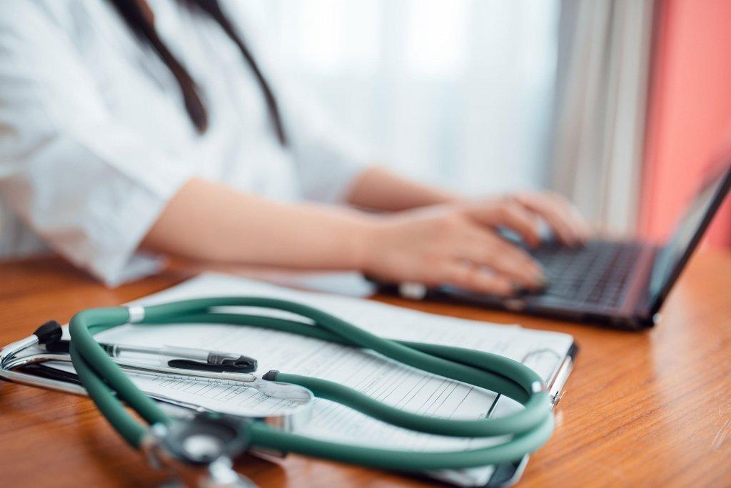 В Україні змінюються правила оплати лікарняних: за що будуть штрафувати лікарів