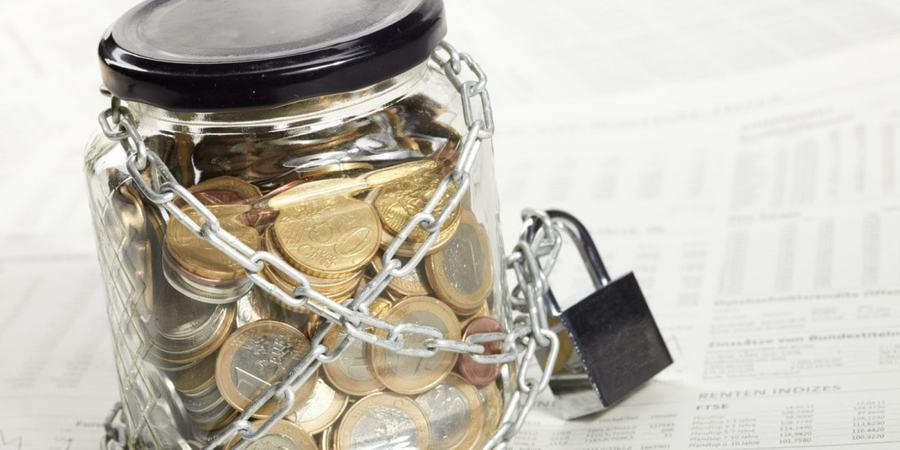 Банки почали відмовляти українцям у видачі грошей з депозитів