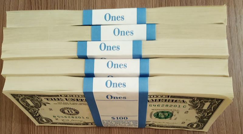 В ПриватБанке принимают у людей почти столетние доллары: подробности от банкиров