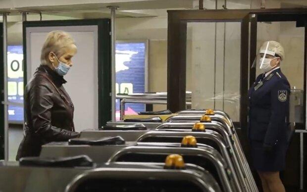 В Киеве изменились правила проезда в транспорте во время локдауна: спецпропуска отменяют