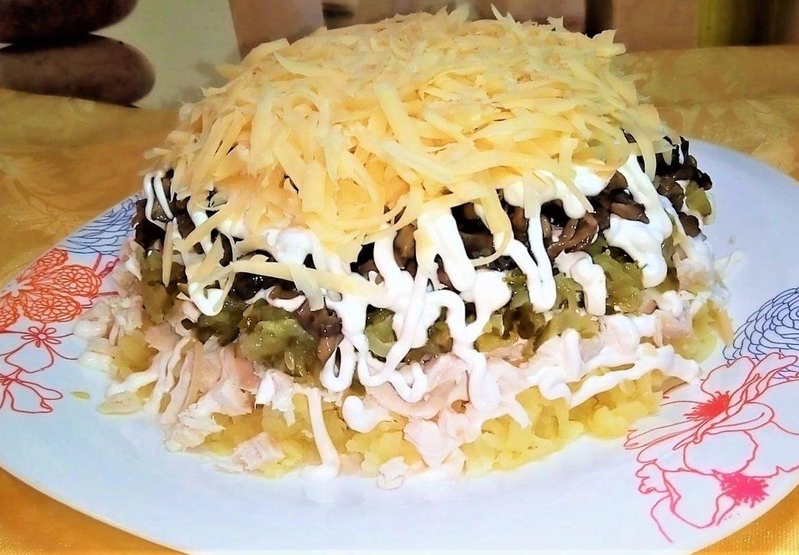Осінній салат з грибами: рецепт ситної страви на кожен день або до свята