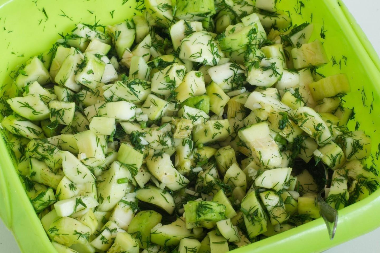 Мариновані кабачки як гриби на зиму: рецепт хрусткого салату з кропом і часником