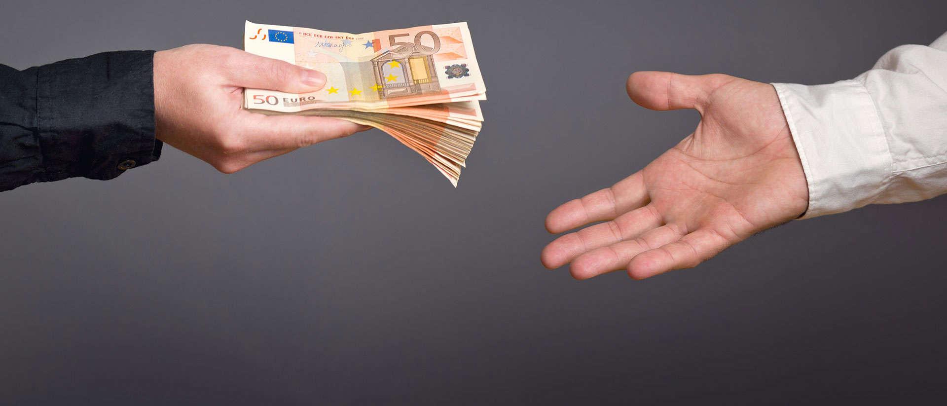Три знака Зодиака, которые разбогатеют в октябре: благоприятные дни для финансовых операций