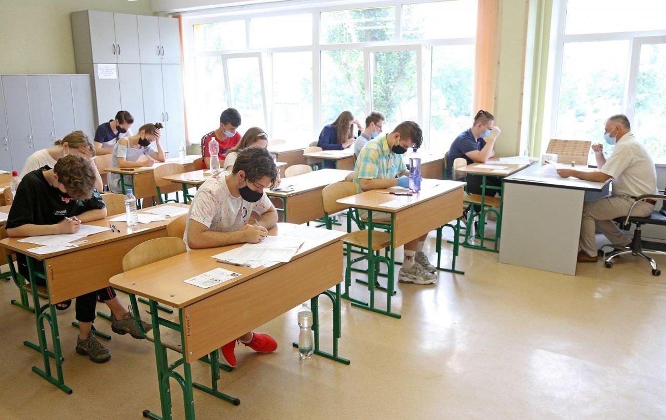 """""""Как при выезде за границу"""": в украинских школах будут действовать строгие правила для родителей"""