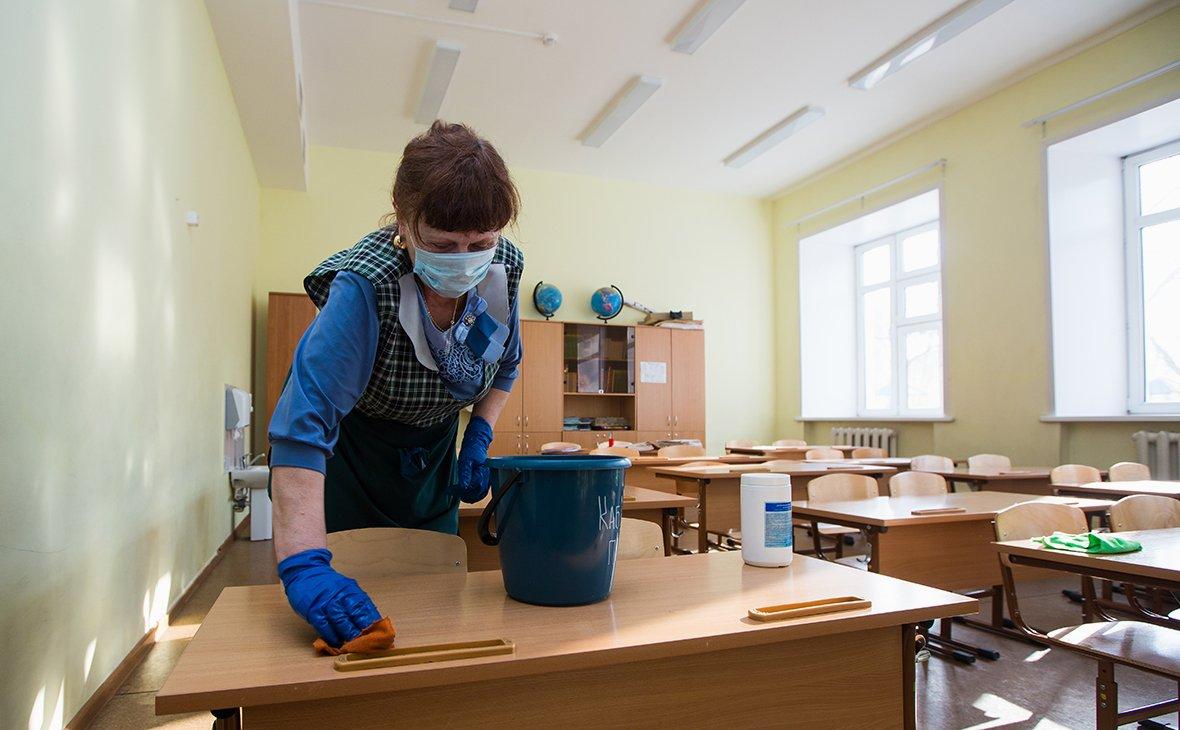 Школи в Україні підуть на карантин, не дивлячись на вакцинацію вчителів: названі причини