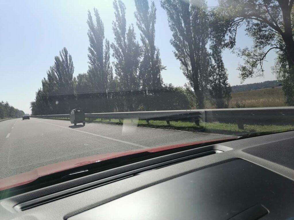 В Киеве увидели удивительное транспортное средство