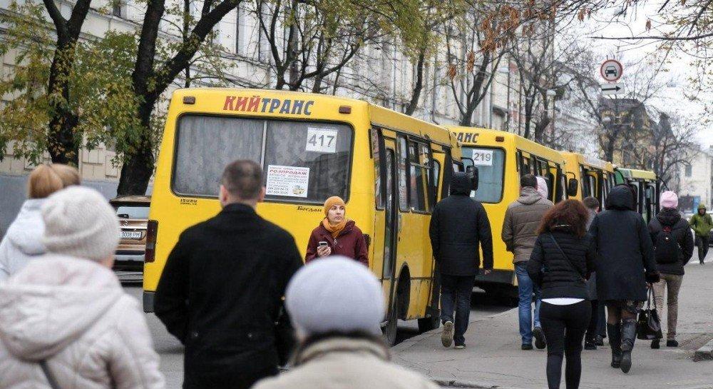 Проезд льготников в общественном транспорте будет регулироваться в часы пик: что изменится для пассажиров