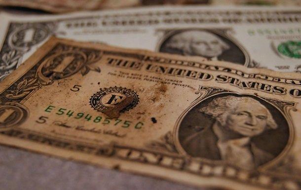 Украинцам отказывают в обмене долларов: в Нацбанке объяснили причины