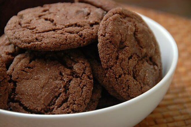 Домашній торт з шоколадного печива без випічки: простий рецепт до чаю