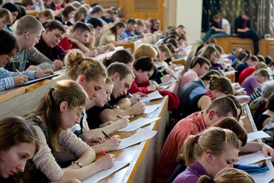 Студентам в Україні підвищили стипендії в 2,5 рази: у кого збільшаться виплати
