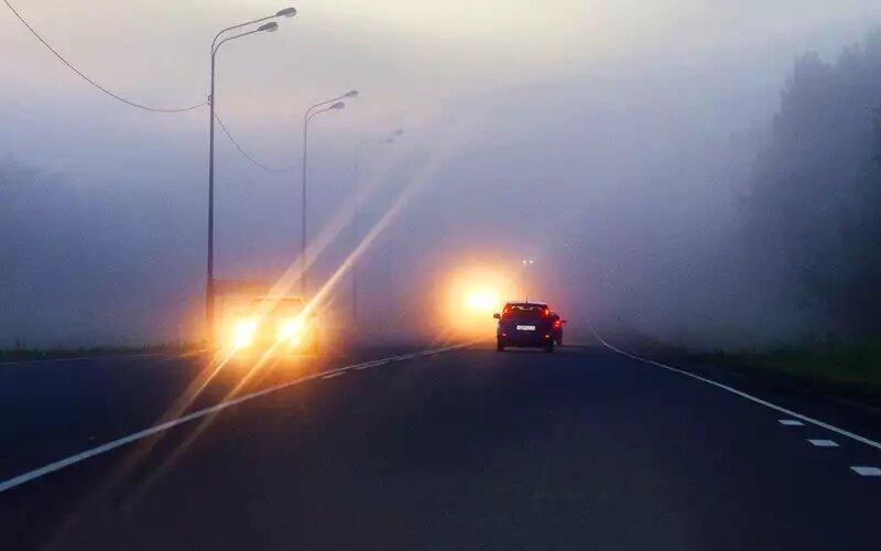 Как правильно реагировать водителю, если ему сзади моргают дальним светом