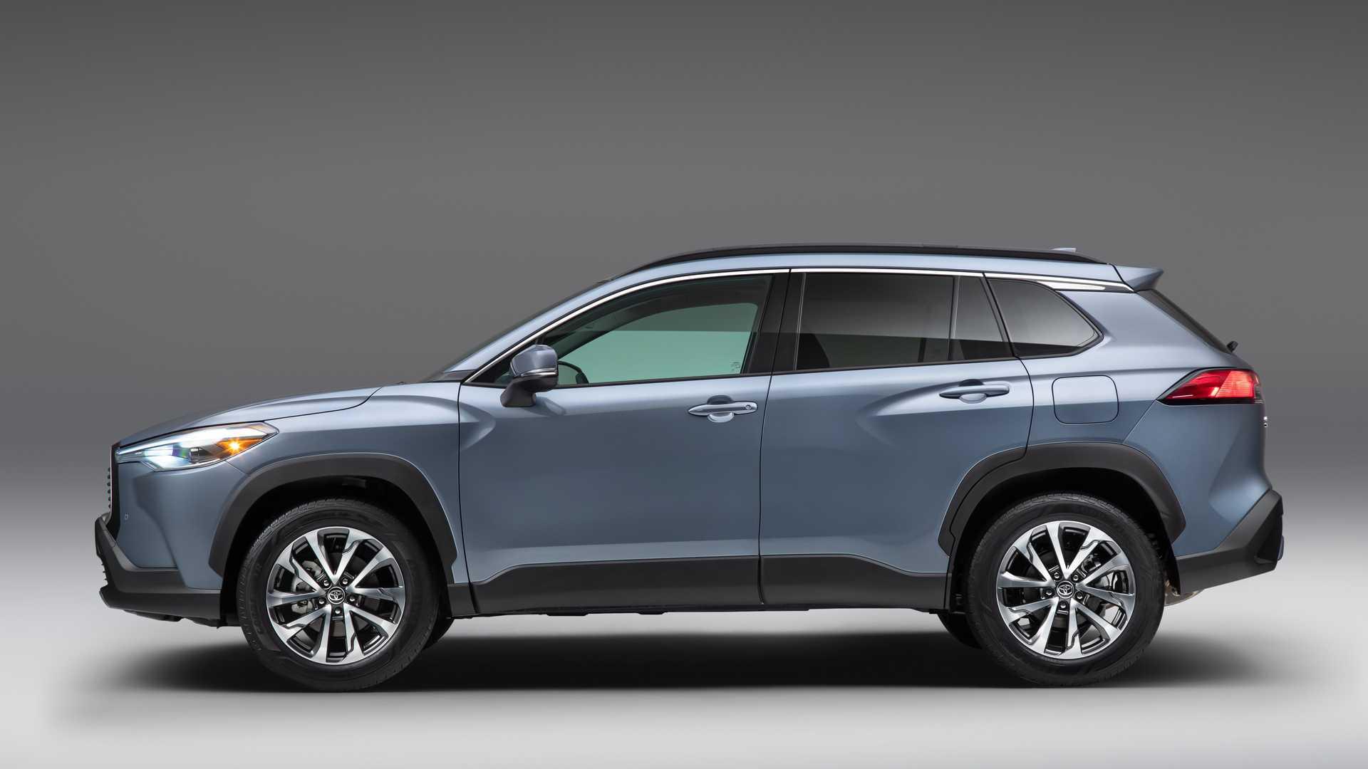Названа вартість нової Toyota Corolla Cross