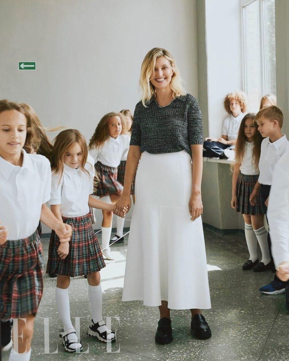 Олена Зеленська в образі вчительки підкорила красою на нових фото